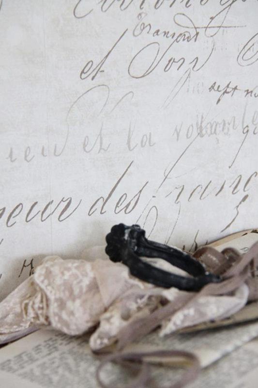 Carta da Parati Crema e patina con scritte